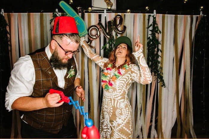 https://junebugweddings.com/wedding-blog/7-tips-creating-seriously-fun-diy-photo-booth/